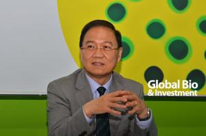 李鍾熙-台灣生物產業發展協會理事長-「跨界合作能激發出新觀念及新商業模式,而《生技新藥產業發展條例》應納入醫材、醫療科技,使醫療模式發揮更大價值,更能有效幫助產業發展。」
