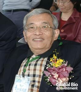 台北醫學大學講座教授 鄧哲明