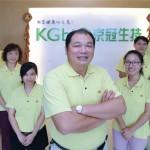 京冠董事長楊青山 (中) 希望以「循環經濟」,顛覆農業副產物「廢棄、無用」的傳統印象。