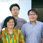清大研究團隊張大慈教授( 左二)、曾晴賢教授( 右一) 與嘉大「鱟博士」楊明哲( 右二)。