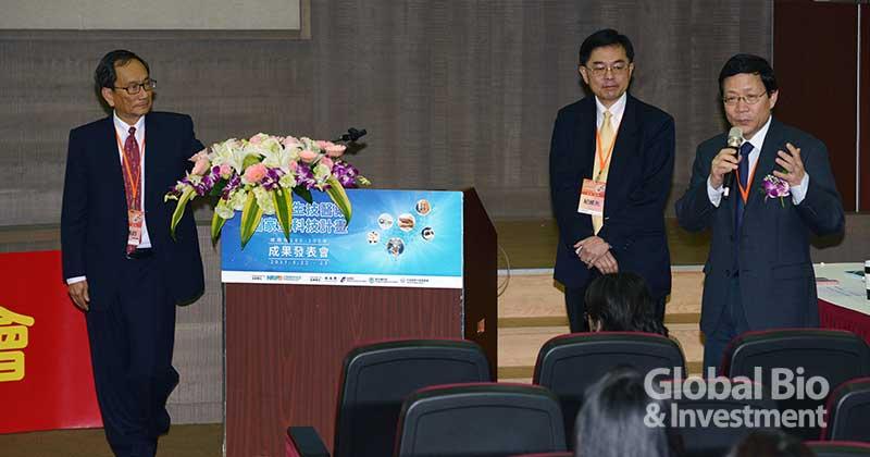 左起中研院院士王惠均、生技中心紀威光博士、中研院副院長劉扶東。(圖/林嘉慶)