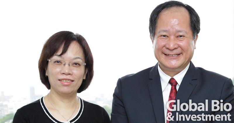 資誠聯合會計師事務所審計服務營運長梁華玲(左)與農業科技研究院院長李文權(右)。(圖/資誠提供)