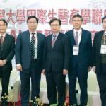 4剪影_北醫_圖說:臺北醫學大學校長林建煌(左四)與AI智慧醫療領域專家們在論壇前合影