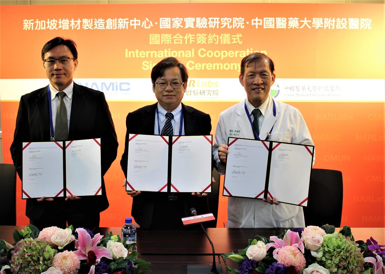 (左起)NAMIC Managing Director Ho Chaw Sing、國研院王永和院長、中國醫藥大學附設醫院周德陽院長(圖片提供/國研院)