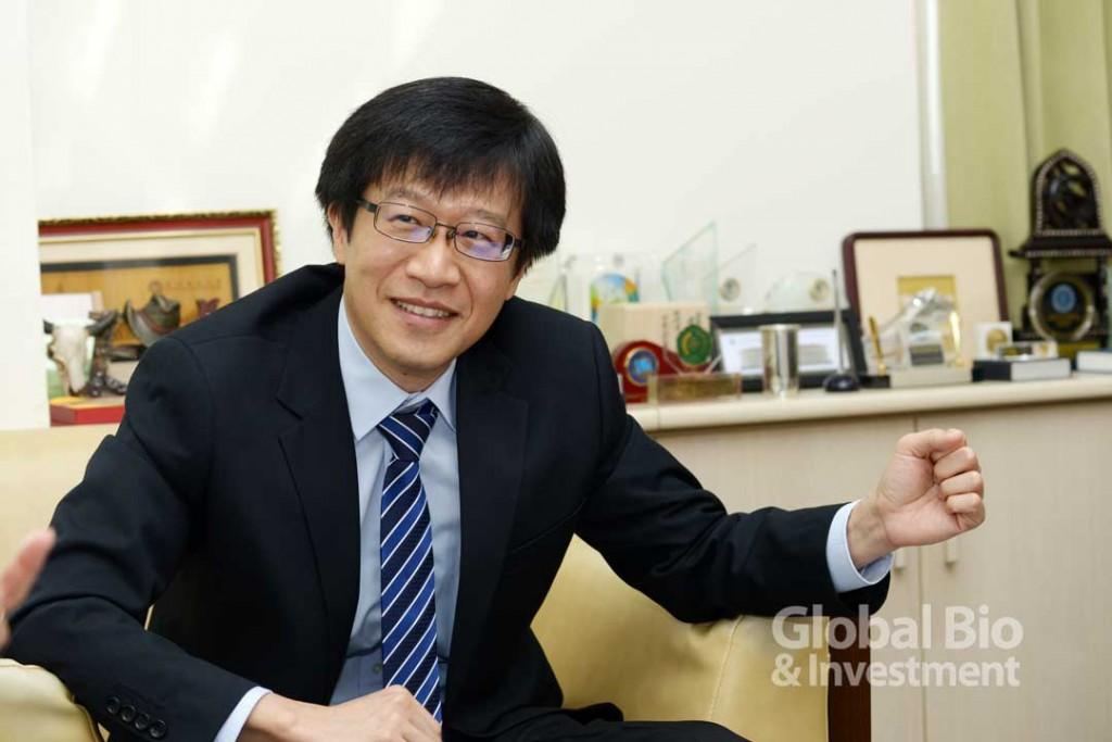 今年新上任的北醫藥學院院長劉景平以小分子藥物、藥物化學見長。(攝影/林嘉慶)