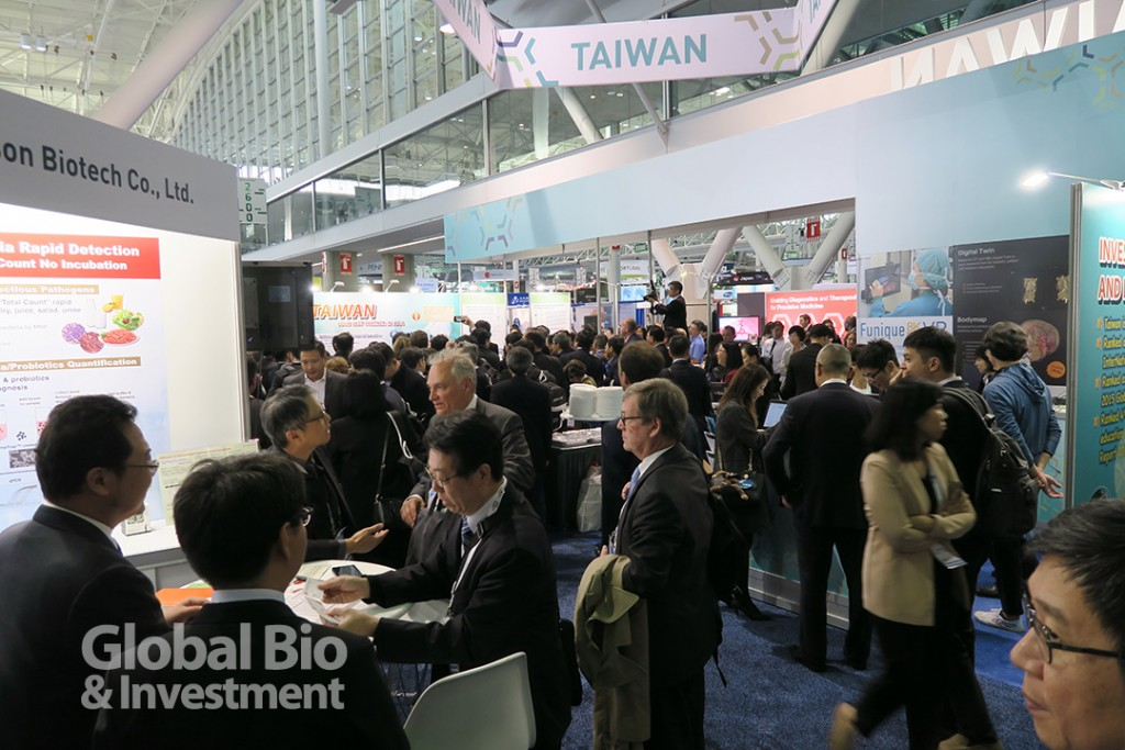 6 月5 日開幕當天,臺灣館吸引絡繹不絕的國際買主蒞臨,商談媒合會也超過400 場。