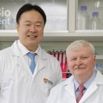 仁新醫藥於8日登錄興櫃 圖左為仁新醫藥董事長林雨新,右為LBS-008發明人Dr. Petrukhin
