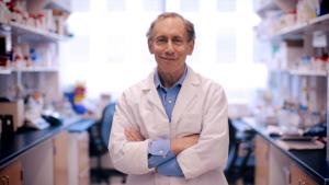 1200px-Robert_Langer_BioTech_Awards_Video_laboratory