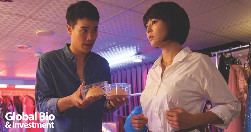 取材自真人實事的電影《乳.房》以幽默溫馨的手法,探討乳癌術後重建、高房價、同性婚姻等真實的社會議題。