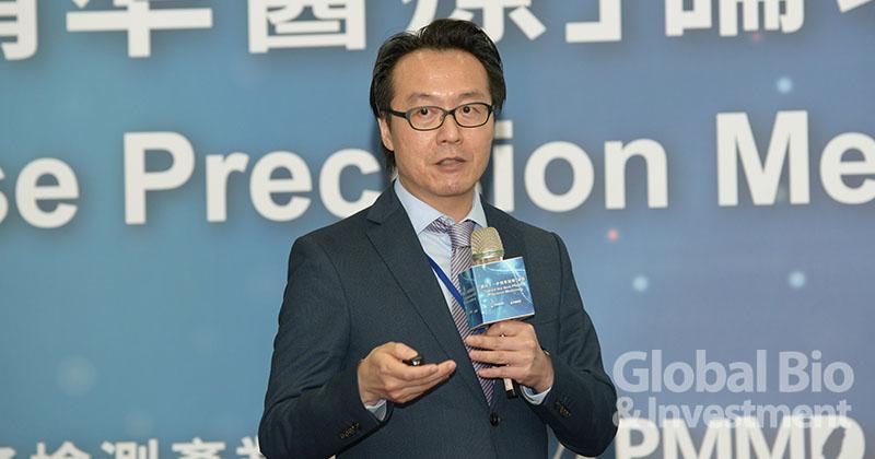 台灣諾華醫藥公司張宏綱博士分享精準醫療新藥及新療法開發。(攝影:林嘉慶)