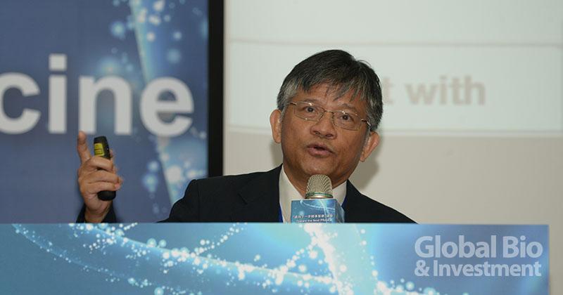 台灣分子醫學會創會理事長曾嶔元醫師分享精準醫療展望2025年。(攝影:林嘉慶)