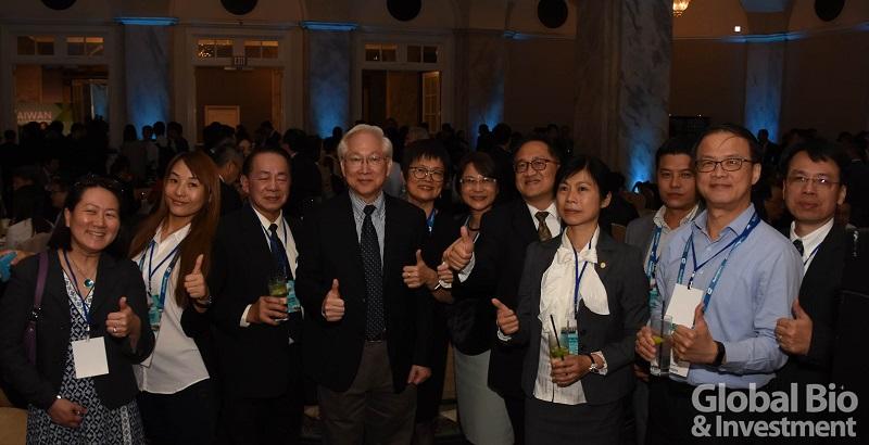吳政委舉辦致謝晚宴,邀請費城當地生醫人士同聚,出席人數近200人。
