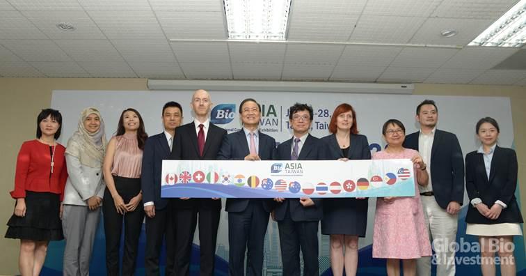 BIO Asia 亞洲生技大會將於下週盛大登場。左六:亞洲生技大會籌委會主席李鍾熙;右五:科技部謝達斌次長。(攝影:林嘉慶)