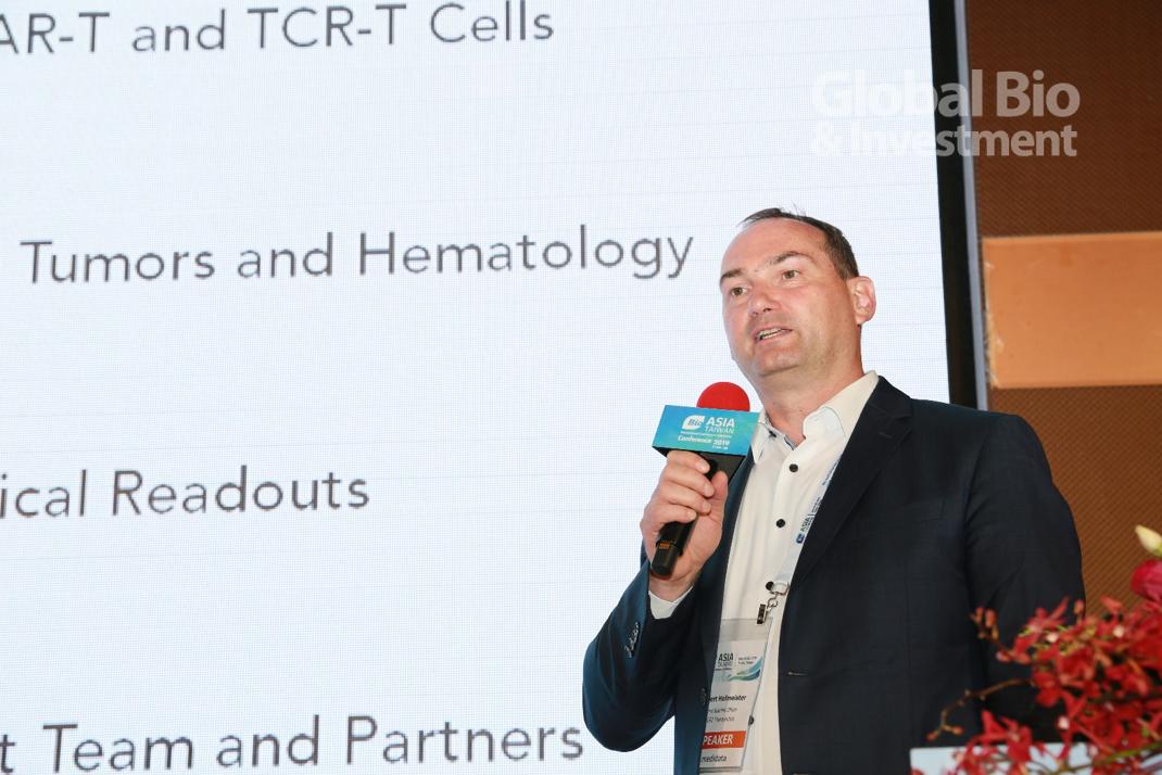 Robert Hofmeister分享其任職公司TCR2 Therapeutics所推出的新型T細胞療法。(攝影:彭定凱)