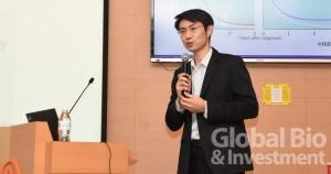 劉韋博分享了其公司所擅長的「自體樹突細胞/腫瘤抗原免疫輔佐療法」(ADCTA),從產品的角度分享對特管辦法的看法。(攝影/吳培安)
