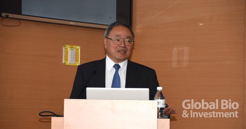 下坂皓洋強調,即使是在細胞治療發展先進的日本,監管細胞醫療法規的人員偶爾也會出現匪夷所思的決策,因此負責監管的官員必須要有經驗和相關知識。(攝影/巫芝岳)