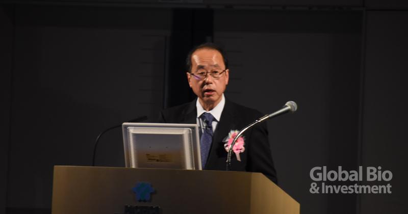 日本首相輔佐官暨內閣官房健康醫療戰略室和泉洋人開場,總覽日本2019年在國家生技發展及推動創新的整體策略。(攝影/巫芝岳)