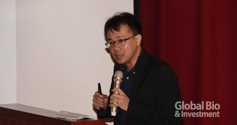 陽明大學生物醫學工程學系助理教授賴穎暉。(攝影:李林璦)