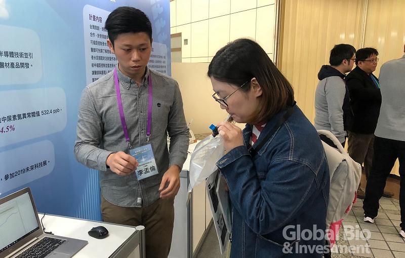 非侵入式洗腎成效確認呼氣氨檢測器。(攝影/彭梓涵)