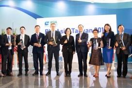 2019年亞洲生技大會(BIO Asia–Taiwan 2019)大會獲獎者與蔡英文總統合影留念。(圖片由產協提供)