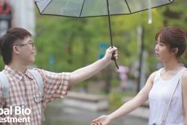 圖說:郭書瑤(右)與蔡佳宏(左)在電影《傻傻愛你,傻傻愛我》中有精彩的對手戲。