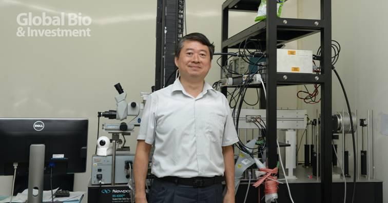 臺大光電所教授黃升龍,24年深耕獨創高亮度晶纖寬頻光源,此一重大技術突破,讓臺灣OCT技術領先全球。
