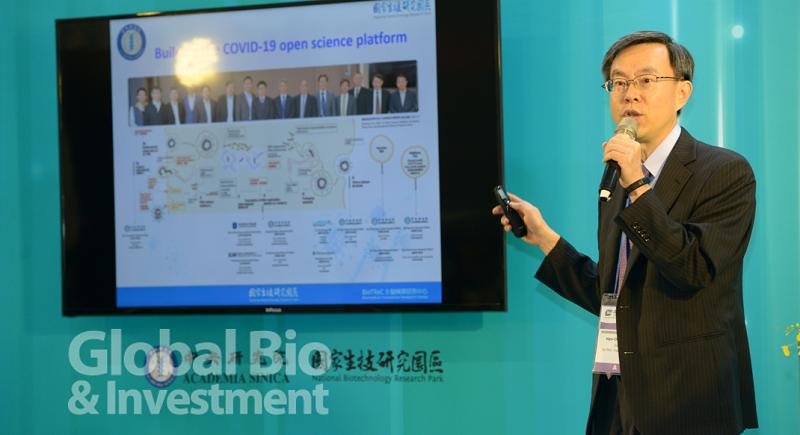 在專題演講環節中,吳漢忠以「COVID-19診斷與治療性單株抗體之研發」為演講主題。(攝影/林嘉慶)