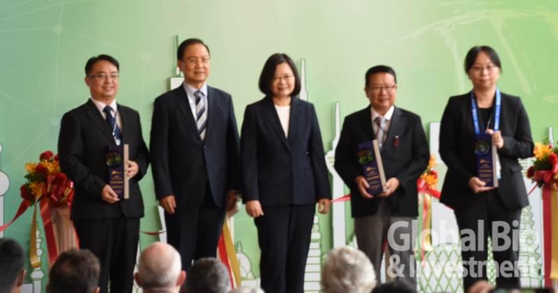「年度產業創新獎」則由思捷優達的新型NMDA受體調節劑-RS-D7、台灣微創醫療器材的脊固立脊椎椎體復位強化系統以及正瀚生技ENDURANCE