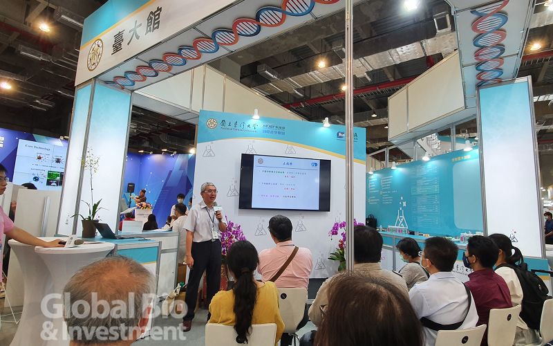 2020亞洲生技展,臺大館今年首創「生醫農鏈結產學合作諮詢門診」服務,吸引許多廠商也提出合作意向,每日規劃的主題演講,場場座無虛席。(攝影:李林璦)