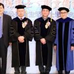 美FDA、CDC臺籍官員陳紹琛(左二)、謝文儒(中間)獲頒陽明名譽博士。(圖/陽明大學提供)
